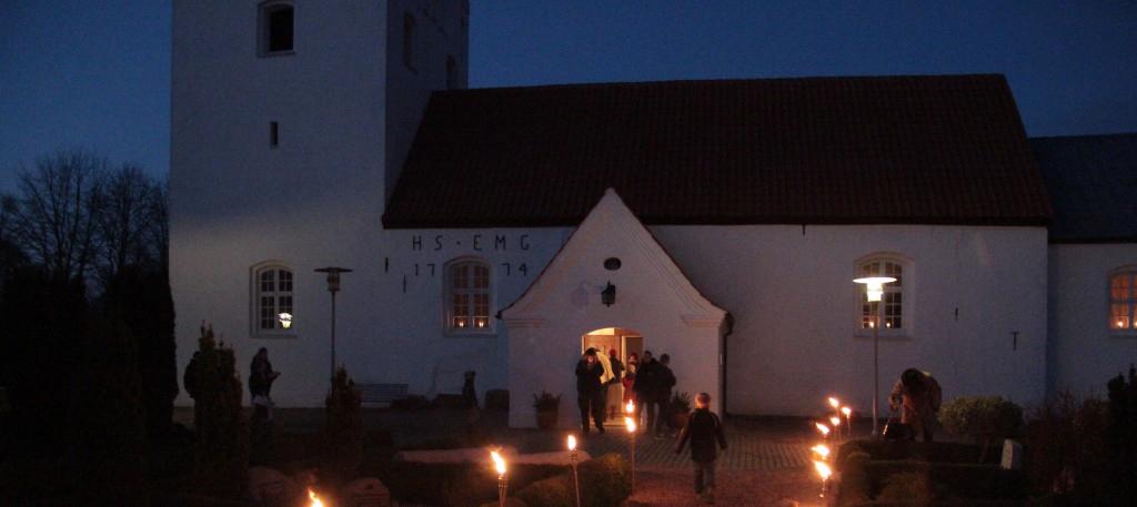 Aften stemning ved Aale Kirke